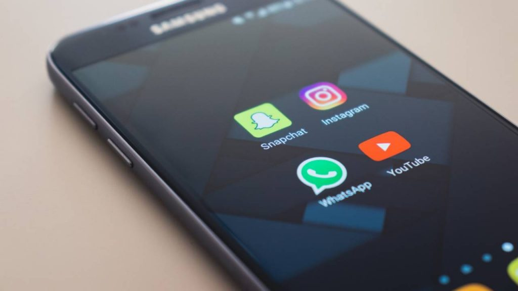 facebook-will-reportedly-stop-selling-ads-on-whatsapp